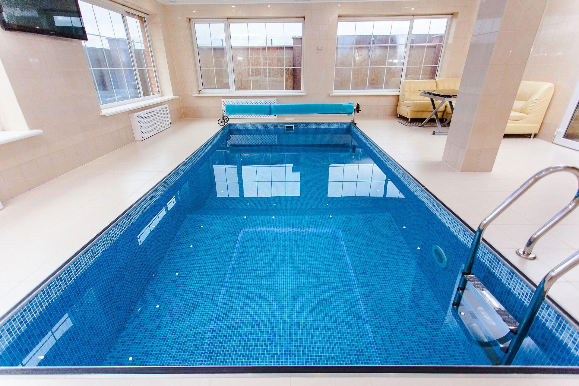 pool-1318072_1920